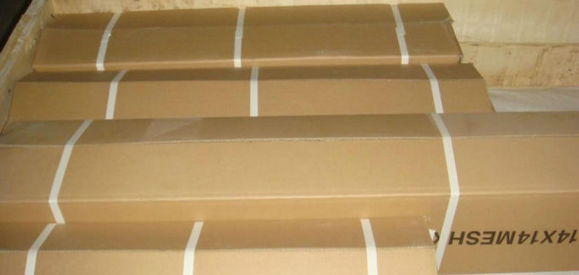 Copper window screens in different sizes, one of which is 14 mesh, are packed in carton boxes.