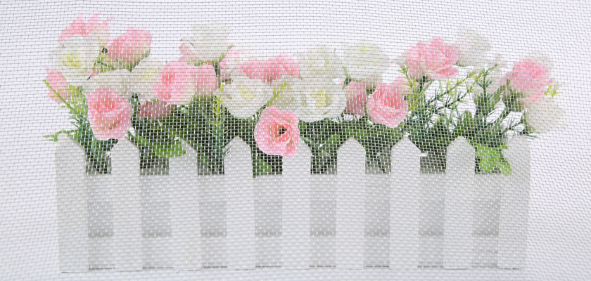 Through the galvanized window screen, we can see the flowers clearly.