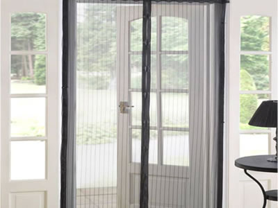 There is a magnetic screen door and you can see the outside world clearly through it.